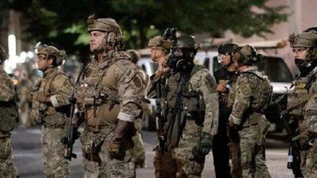 США: Вооружённый спецназ хватает и увозит в неизвестном направлении протестующих (ФОТО, ВИДЕО)