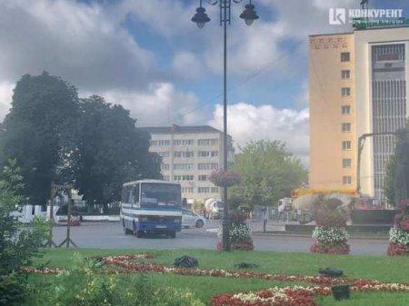 На Украине террорист 7 часов удерживает автобус с заложниками (+ВИДЕО, ФОТО)
