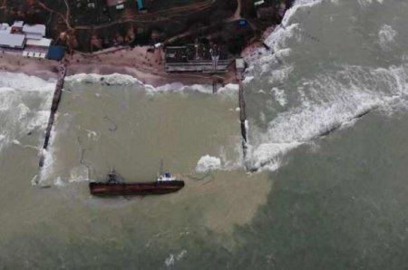 В Одессе снова не смогли поднять затонувший танкер Delfi