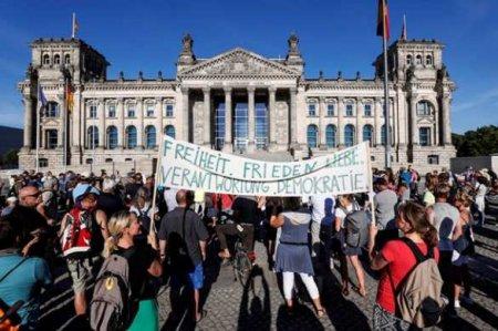 «День свободы»: в Берлине массовые протесты из-за карантина (ФОТО, ВИДЕО)