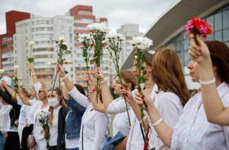 Колонны протестующих на проспекте Независимости вМинске: куда дойдут недовольные? (ВИДЕО)