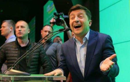 Зеленский взорвал Сеть своей «работой» почтальоном (ФОТО, ВИДЕО)