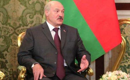 Плюнул в лицо Западу: Лукашенко дерзко заступился за Россию из-за обвинений в отравлении Навального (ВИДЕО)