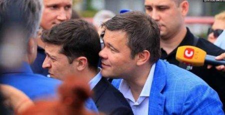 Богдан рассказал, чтошептал Зеленскому наухоназнаменитом фото