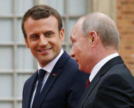 Макрон позвонил Путину из-за ситуации вКарабахе иБелоруссии