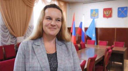 Выигравшая выборы уборщица вступила вдолжность главы поселения (ВИДЕО)