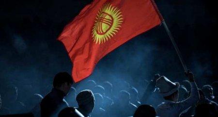 Улица победила: Президент Киргизии отправил вотставку премьера иправитель ...