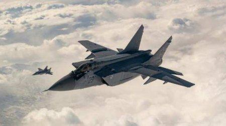 Истребители МиГ-31 и Су-35 перехватили стратегические бомбардировщики США у американской границы (ВИДЕО)