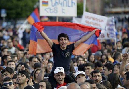 Протестующие в Ереване перекрыли улицы,требуя отставки Пашиняна (+ВИДЕО)