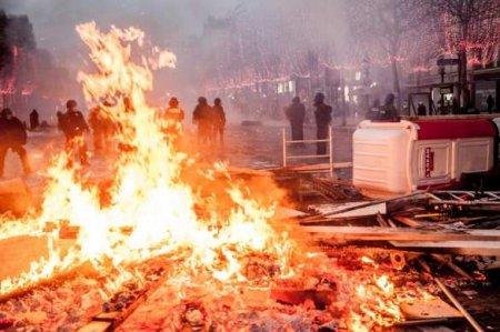 Протесты вПариже переросли впогромы — прямая трансляция, смотрите икомментируйте с«Русской Весной» (ВИДЕО)