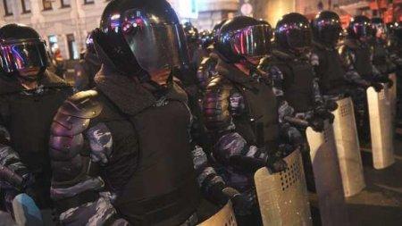 В Ереване протестующие требуют отставки Пашиняна, начались стычки с полицие ...