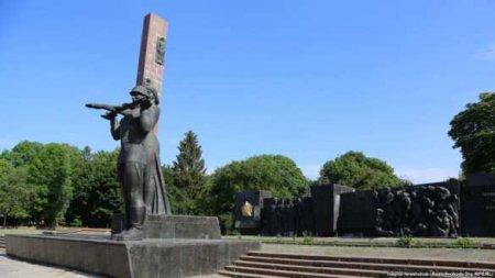 Конец памяти об освободителях и Родине-матери: Львов «добивает» Монумент Сл ...