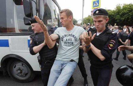 МОЛНИЯ: Навальный взят подстражу