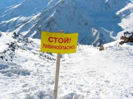 МОЛНИЯ: Лавина накрыла горнолыжную трассу наюгеРоссии (+ВИДЕО)