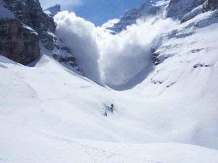 Двелавины водин день: туристов накрыло снежной массой наевропейском куро ...