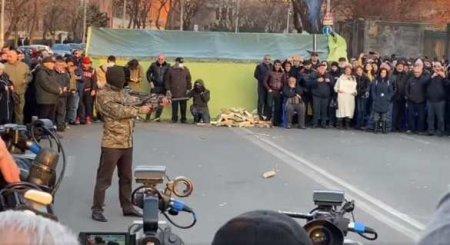 Армянская оппозиция под бурные аплодисменты «расстреляла» Пашиняна (ФОТО, ВИДЕО)