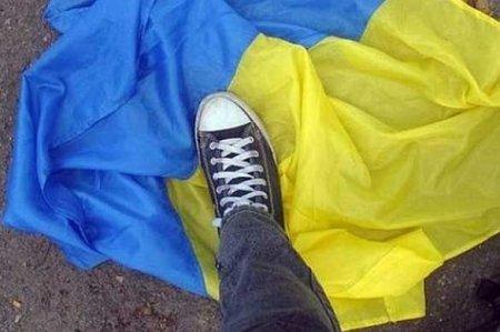 Украинские «активисты» запустили сграницы флаг Украины спосланиями длякрымчан (ФОТО)