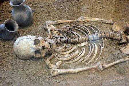 Учёные разгадали тайну «озера скелетов» вГималаях