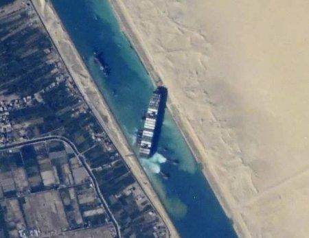 Арестовано судно, заблокировавшее Суэцкий канал, отвладельцев требуют почт ...
