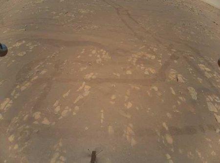 Марсианский вертолёт сделал первый цветной снимок Красной планеты (ФОТО)