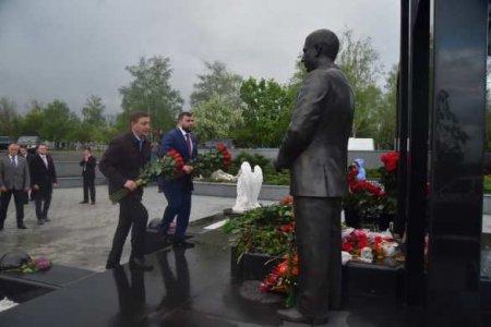 Глава ДНР и представители дружественных стран почтили память А. Захарченко (ФОТО)