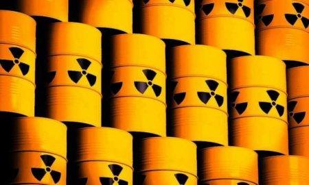 Экологическая катастрофа: судно с химикатами затонуло в океане, отравив воды и побережье (ФОТО)