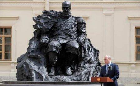 Напамятнике Александру III, который вчера открыл Путин, пришлось менять орден (ФОТО, ВИДЕО)