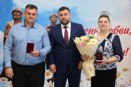«Сильное государство невозможно без крепкой семьи»: глава ДНР наградил многодетные семьи (ФОТО)