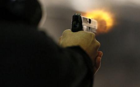 ВКиеве мужчина устроил стрельбу «по хохлам» изокна многоэтажки (ВИДЕО)