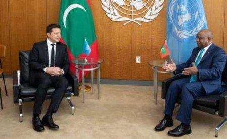 Новый позор: Зеленского вООН посадили под флаг Мальдив вместо украинского «прапора» (ФОТО)